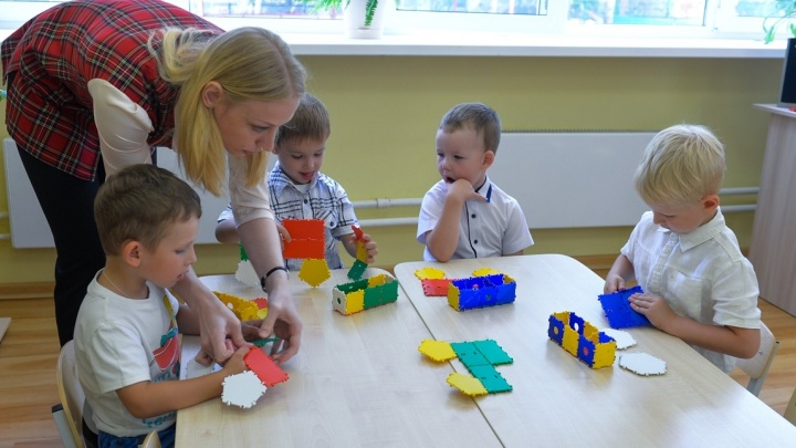 В Екатеринбурге выбрали лучших воспитателей: рассказываем, в каких садиках они работают