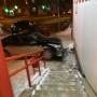 В Челябинске иномарка зацепила пешехода и влетела в здание «Красное&Белое»