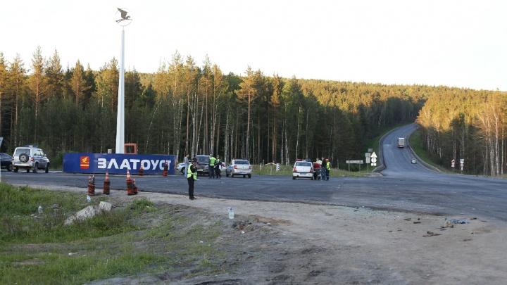 Пассажира автобуса, столкнувшегося с бензовозом на трассе М-5, доставят вертолётом в Челябинск