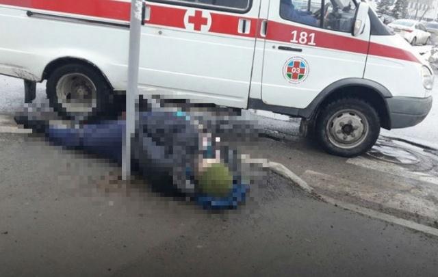 В Уфе прямо на тротуаре лежал труп