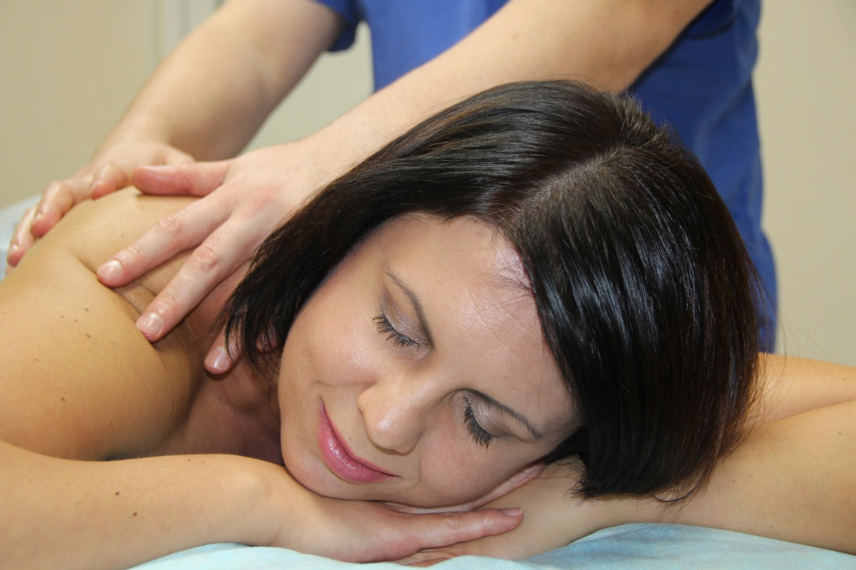 Медицинский массаж для взрослых и детей со скидкой 20%