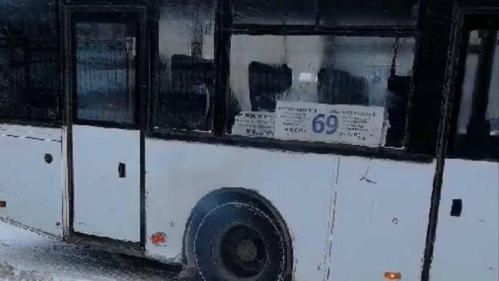 В Уфе горящий пассажирский НЕФАЗ сняли на видео