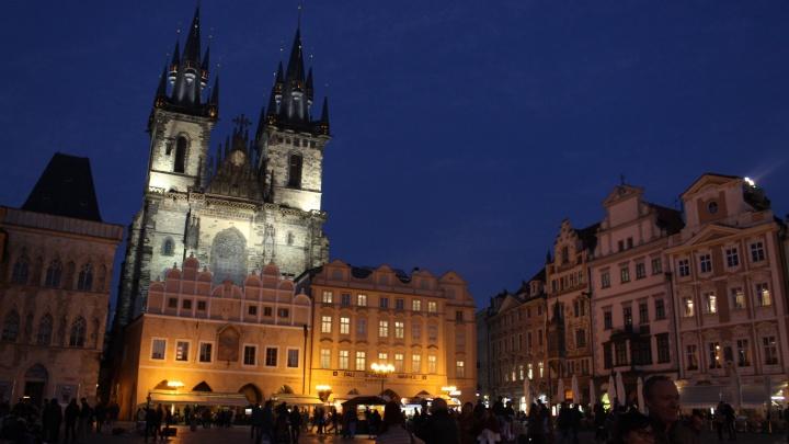 «Имя не нашли в списках»: новосибирская студентка застряла в Праге