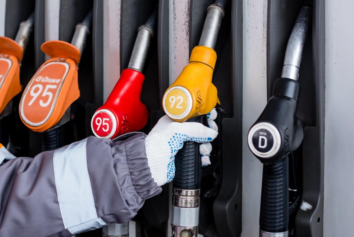 Сеть АЗС «Газпромнефть» дает скидку на 92-й бензин. Автолюбители сэкономят по рублю с каждого литра