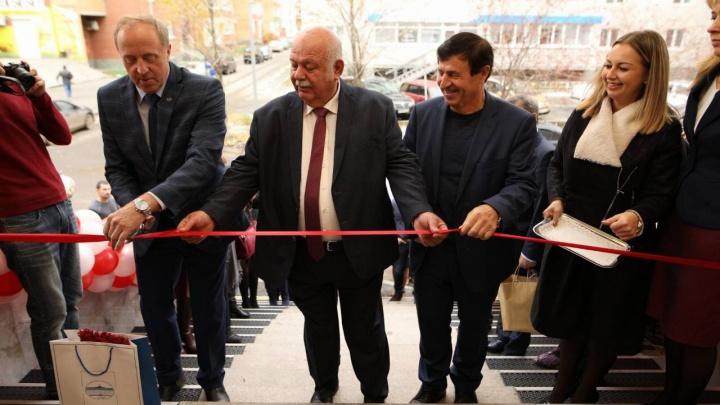 Большой медицинский центр на Широтной открылся для горожан