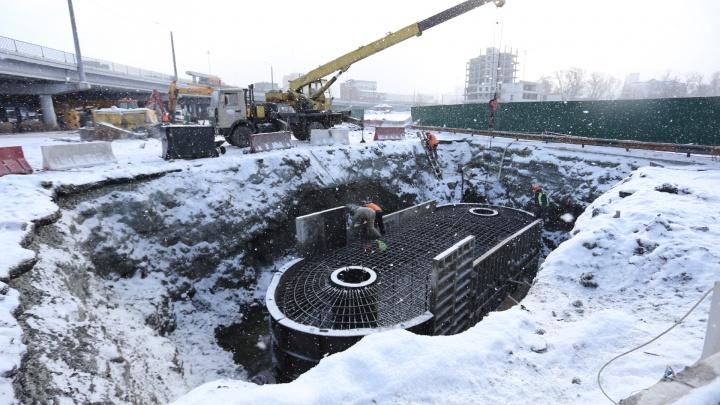 Строители развязки в центре Челябинска рассказали, когда откроют тротуар для пешеходов