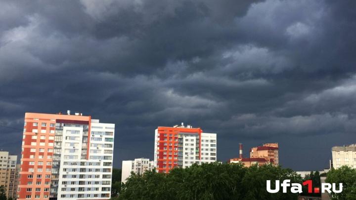 Ветер, град и ливень: в Уфе разбушевалась непогода