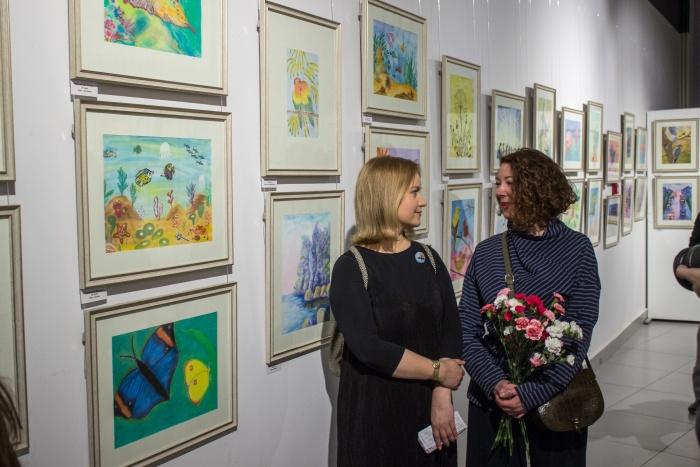Авторы картин для выставки — не художники, а пациенты с онкогематологическими болезнями