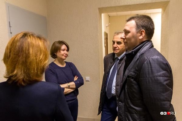 Светлана Кирилина и Сергей Тюлевин со своими защитниками на одном из первых заседаний суда