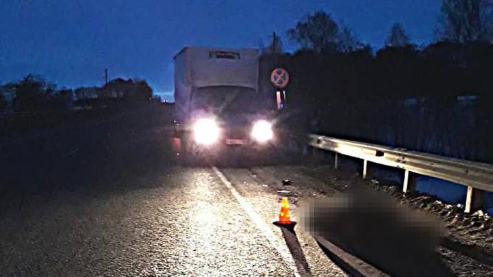 В Туймазинском районе Башкирии водитель грузовика насмерть сбил пешехода
