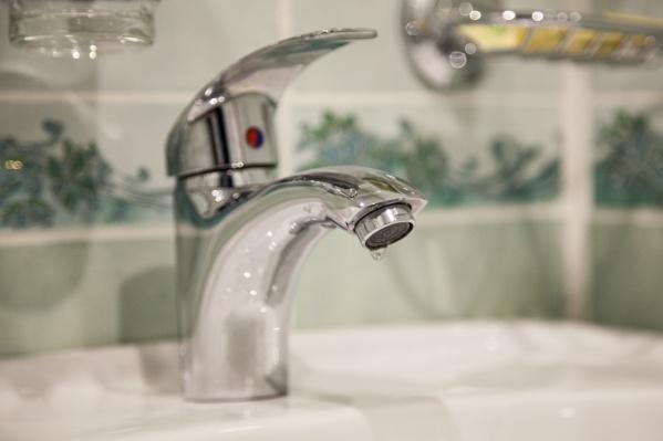 Горячая вода исчезла преимущественно в Ломоносовском и Октябрьском округах