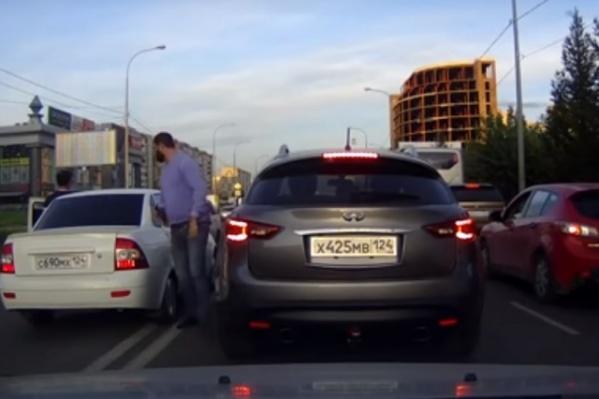В этот раз водителя остановили на дороге за тонировку