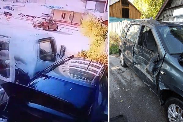 По словам владельца хэтчбека, конфликт с соседом у них длится больше семи лет