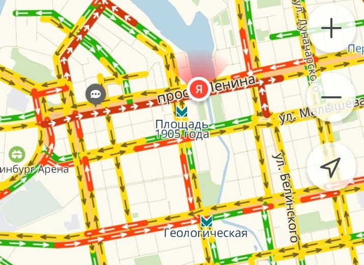 Такая картина на проспекте Ленина была сегодня утром: пробка растянулась от Московской до Карла Либкнехта