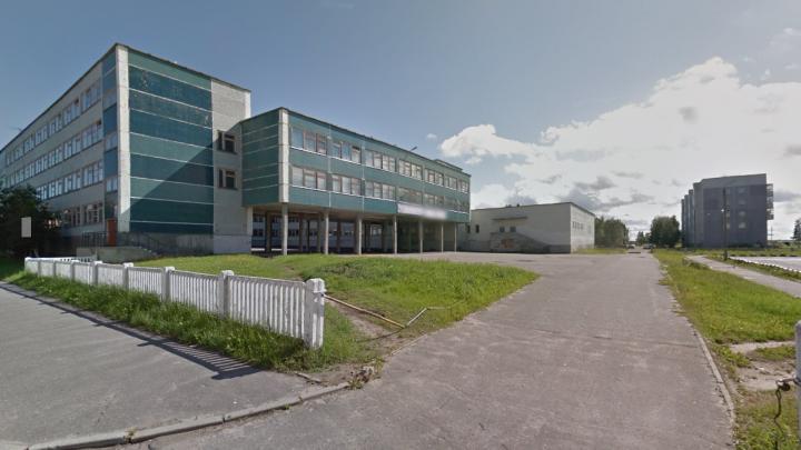 Экс-директор северодвинской школы получала зарплату за неработающих сотрудников