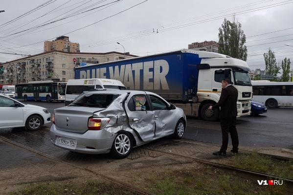 Авария произошла на пересечении проспекта Ленина и 7-й Гвардейской
