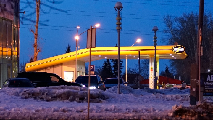 В сети омских АЗС выросли цены на бензин всех марок