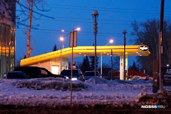 Разбег большой — цены на бензин выросли от 25 копеек до 1,8 рубля