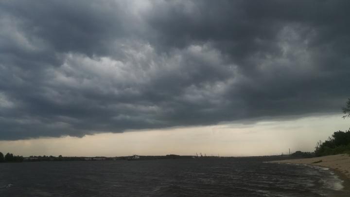 Чёрные тучи, гроза, ураган: ярославские спасатели выпустили экстренное предупреждение