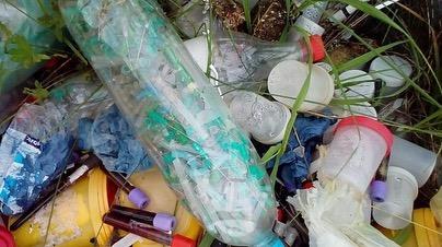Пробирки с кровью и использованные иглы: в Башкирии местные жители обнаружили свалку медотходов