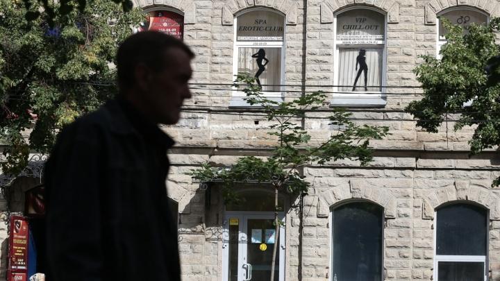 Спа-салон на Кировке, к которому были претензии из-за эротической рекламы, заподозрили в сутенёрстве