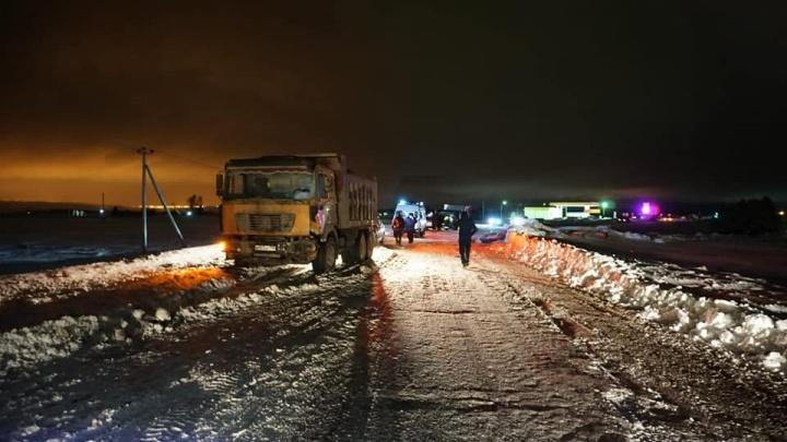 В Башкирии на заснеженной дороге столкнулисьChevrolet Cruze и грузовикShaanxi, один человек погиб