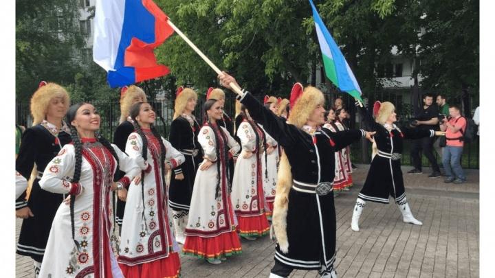 Элитные кони в парке и Элвин Грей на сцене: в Москве прошел башкиро-татарский Сабантуй