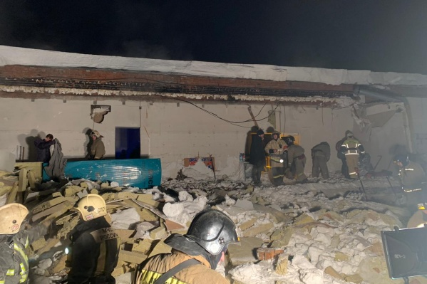 Обрушилась крыша хлипкой пристройки, само здание не пострадало
