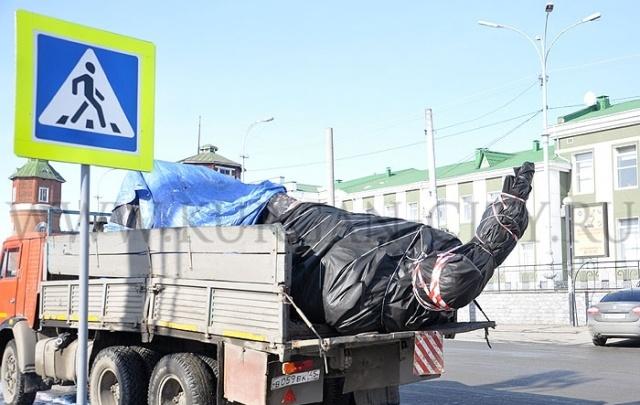 Памятник Тимофею Невежину занял свое место на привокзальной площади в Кургане