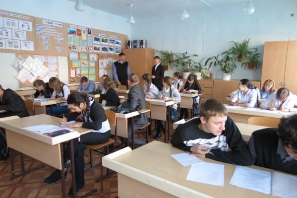 Школа рассчитана на 242 ребёнка, но сейчас там учится 315 детей