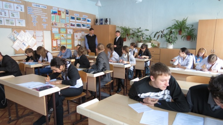 Жители поселка пожаловались на переполненную школу: учеников там на треть больше её вместимости
