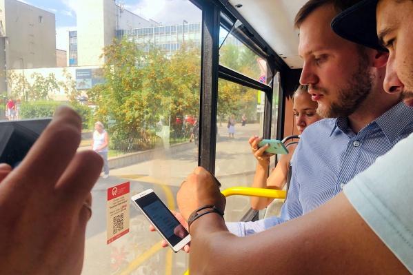 Чиновники проверили количество и расположениеQR-кодов в салоне автобусов