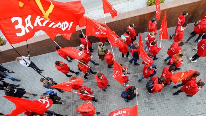 «Это было начало великой истории»: волгоградцы помянули Великий Октябрь шествием по центру города