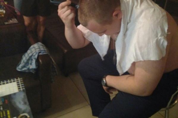 Мужчина не поверил в победу российской сборной и лишился за это волос