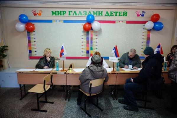 Украшать избирательные участки воздушными шарами — старая традиция, заявили в избиркоме