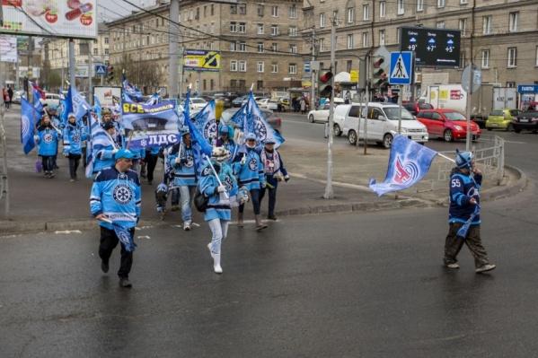 В прошлом году марш проходил вдоль проспекта Маркса, к месту строительства нового ЛДС