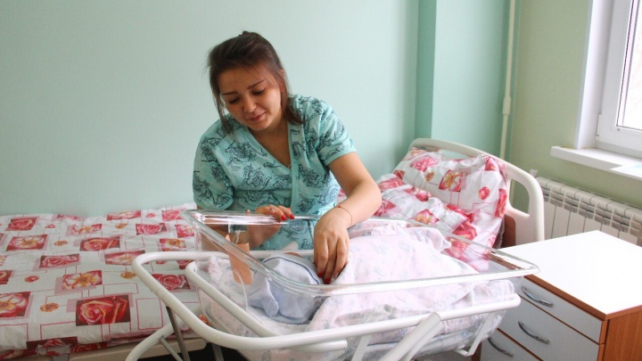 Первого родившегося в 2020 году омича назвали Денисом