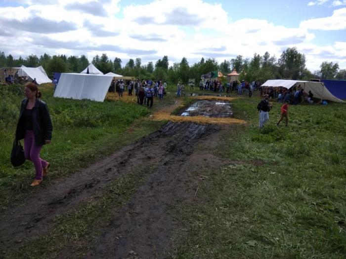 Погода не помешала любителям исторической реконструкции приехать на фестиваль. Фото Дарьи Корневой