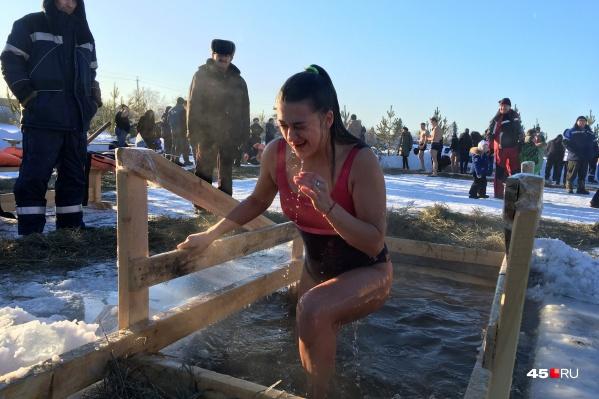 С утра желающих окунуться в ледяную воду в Кургане оказалось не слишком много