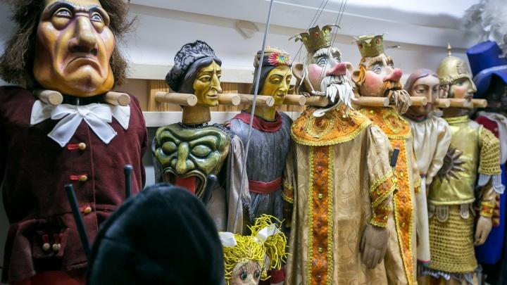 «Всё, как 80 лет назад»: показываем тайное закулисье театра кукол и героев спектаклей для взрослых