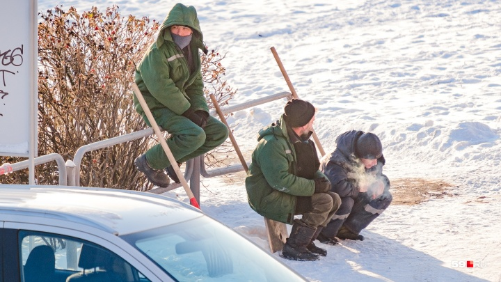 Нахохлившиеся дворники и удивленные индийцы. Фоторепортаж о Перми, переживающей 20-градусные морозы