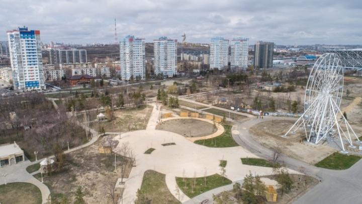 Поставили кузницу и отливают обереги: волгоградский ЦПКиО на два дня погрузился в Средневековье