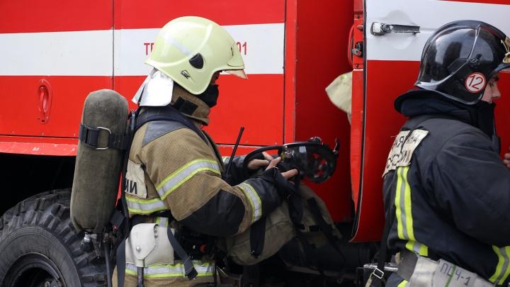 В сгоревшей на 3-й Северной «Тойоте» обнаружили труп мужчины