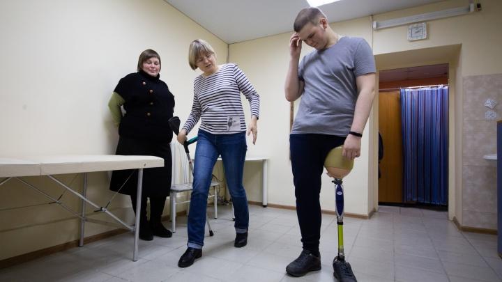 Юноше из Челябинска, отказавшемуся от денег «секретного миллионера», вручили бесплатный протез