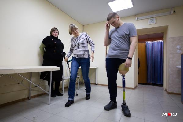 17-летний Денис Рохмистров получил бесплатный протез от государства после программы с «секретным миллионером»