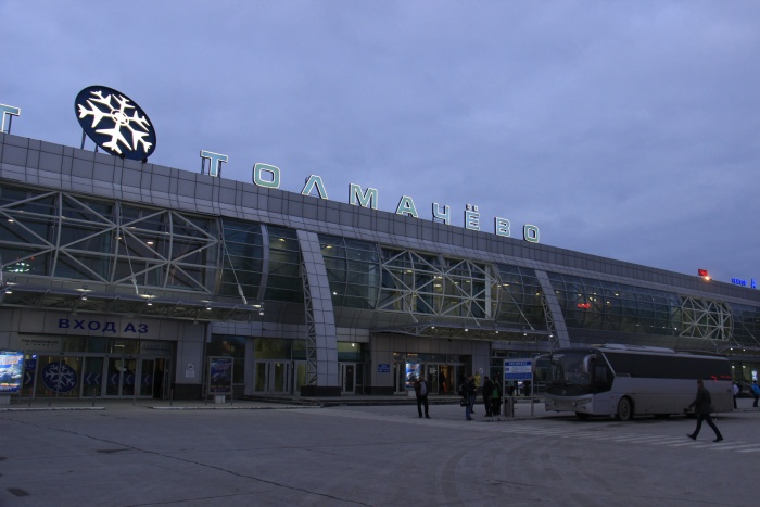 Самолёт из Греции должен прилететь в Толмачёво к 9 утра
