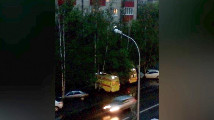 Врачи рассказали о состоянии ребенка, выпавшего с балкона четвертого этажа дома на Тульской
