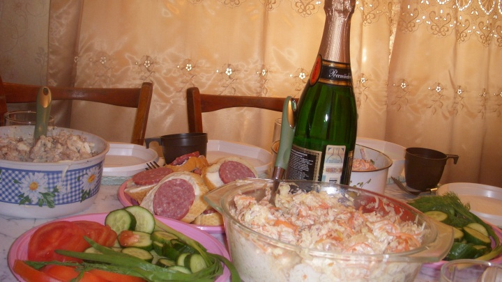 Праздник к нам приходит: аналитики подсчитали стоимость продуктов для новогоднего стола