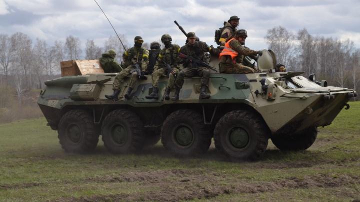 Война понарошку: на полигоне Шилово развернулись боевые действия с участием танков