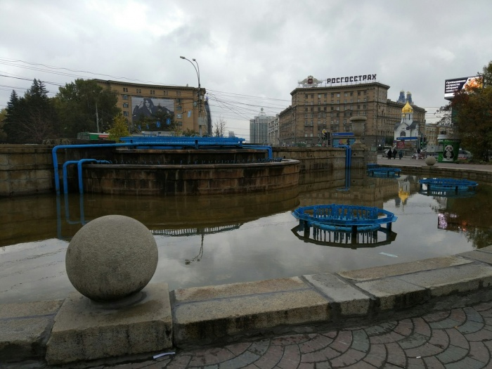 Фонтан в Первомайском сквере уже не работает